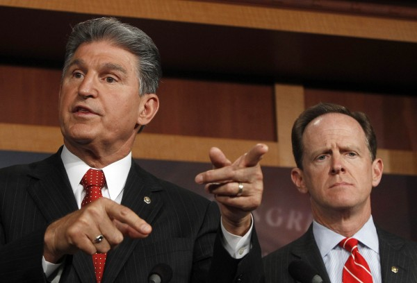 Senator Pat Toomey (R-PA) (R) and Senator Joe Manchin (D-W.VA) (L) hold a news conference on firearms background checks on Capitol Hill in Washington April 10, 2013.