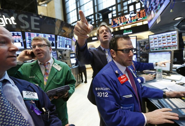 Traders work on the floor at the New York Stock Exchange, April 25, 2013. World equity markets advanced on Thursday as solid corporate earnings and data indicating the U.S. labor market remains resilient despite signs of slower growth buoyed optimism about the economy, an outlook that sent bond prices lower.