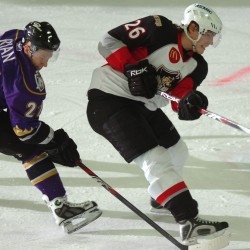 Portland Pirates hockey players take a shot at cooking healthy