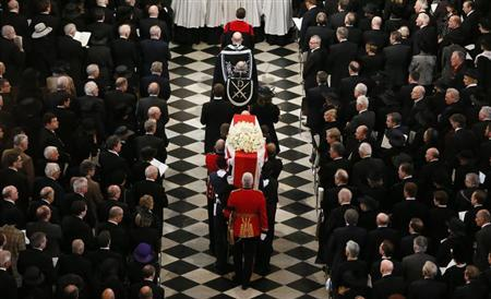 The coffin of former British prime minister Margaret Thatcher is carried by the Bearer Party as it arrives for her funeral service at St Paul's Cathedral, in London April 17, 2013.
