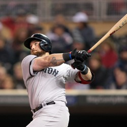 Drew's two-out double in 11th lifts Sox by Twins