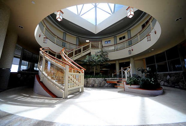 The waiting and common area of the cardiovascular single-stay unit at the Central Maine Heart and Vascular Institute boasts bright, open spaces, a private consultation area, a television room, a computer station and a play area for small children.