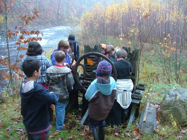 Donna Munro and her 4th grade students from Union Elementary School at the River of Life Quest site in Union