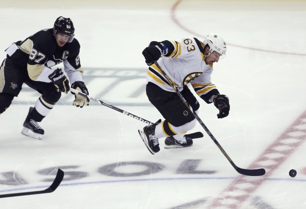 oston Bruins left wing Brad Marchand (63) skates away from Pittsburgh Penguins center Sidney Crosby (87) to a first period breakaway goal in Game 2 of their NHL Eastern Conference finals hockey series in Pittsburgh Monday night.