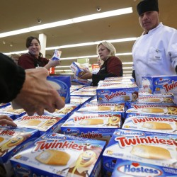 Maine bakery workers join picket line at Philadelphia Hostess plant