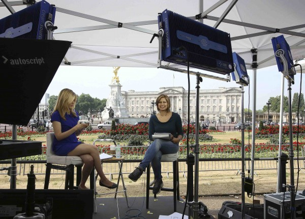 CNN presenters read the news outside Buckingham Palace on the morning Britain's Catherine, Duchess of Cambridge is in labour, in London July 22, 2013. Prince William's pregnant wife Kate has been taken to hospital ahead of the birth of the couple's first child who will be third in line to the British throne, his office said on Monday.