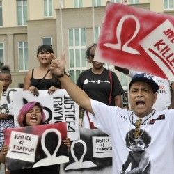Dueling marches in Houston as Zimmerman supporters take to streets