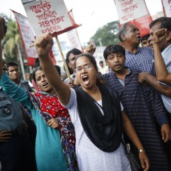 Bangladesh garment workers attack factories in pay protest