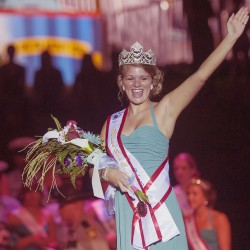 Rockland woman crowned 2010 Maine Sea Goddess