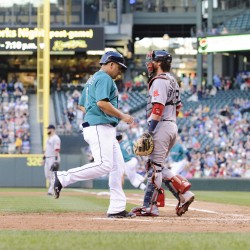 Saunders comes through again as Seattle stops Sox