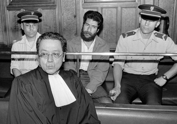 File photo shows French lawyer Jacques Verges (L) during the trial of Lebanese Armed Revolutionary Factions (LARF) activist George Ibrahim Abdallah at the Lyon courthouse, July 10, 1986.