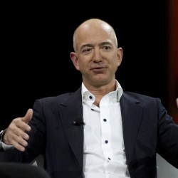 Amazon.com founder, CEO to buy Washington Post for $250 million