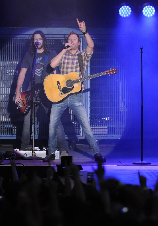 Dierks Bentley performs at the Darlings Waterfront Pavilion on Friday.