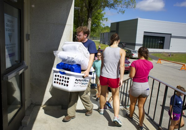 Michael Whalley, a member of Maine Hello, helps to move new students into dorms at University of Maine in Orono Friday morning at the start of Welcome Weekend.