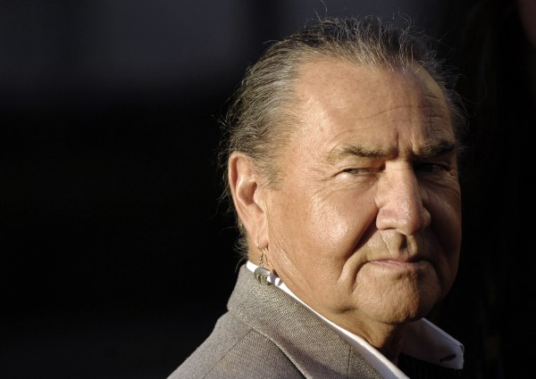 August Schellenberg, a cast member in the HBO film &quotBury My Heart at Wounded Knee,&quot arrives at the premiere of the film in Los Angeles in this file photo taken May 10, 2007.  Schellenberg, best known for playing Native American roles in films such as &quotFree Willy&quot and &quotThe New World,&quot has died after battling lung cancer, his manager said on Thursday.