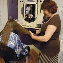Salon, spa eases cancer patients through hair loss