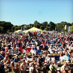 Fans pour in to Folk Festival