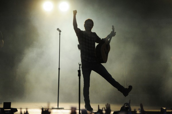 Dierks Bentley performs onstage at the Darlings Waterfront Pavilion on Friday.