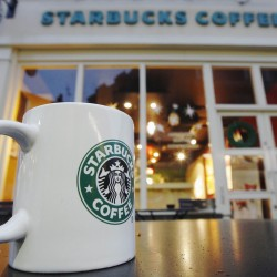 Starbucks asks US customers to leave guns at home