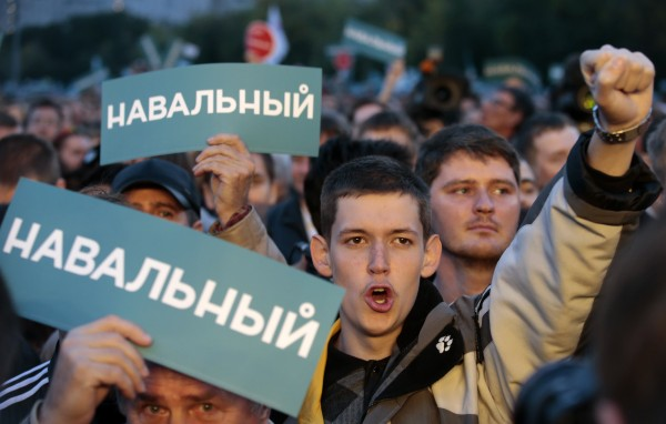 Supporters of Russian opposition leader Alexei Navalny attend a rally in Moscow, September 9, 2013.