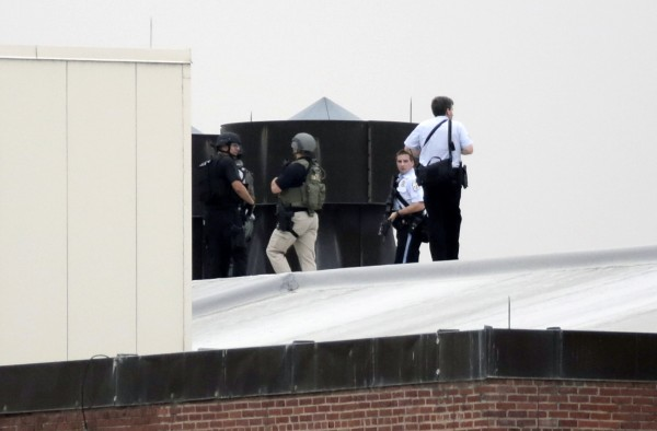 Law enforcement officers are deployed on a rooftop as they respond to a shooting on the base at the Navy Yard in Washington, September 16, 2013. The U.S. Navy said several people were injured and there were possible fatalities in the shooting at the Navy Yard in Washington D.C. on Monday. The Navy did not immediately provide additional details but a Washington police spokesman said earlier that five people had been shot, including a District of Columbia police officer and one other law enforcement officer.