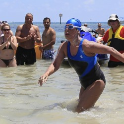 Nyad 'swimming strongly' in cross-Straits attempt