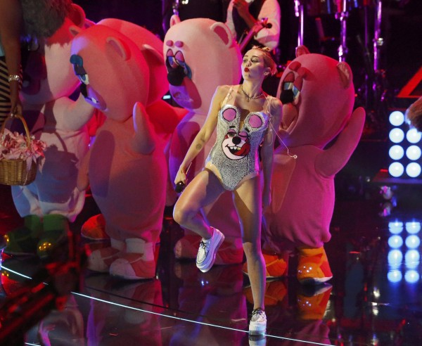 Singer Miley Cyrus performs &quotWe Can't Stop&quot during the 2013 MTV Video Music Awards in New York August 25, 2013.