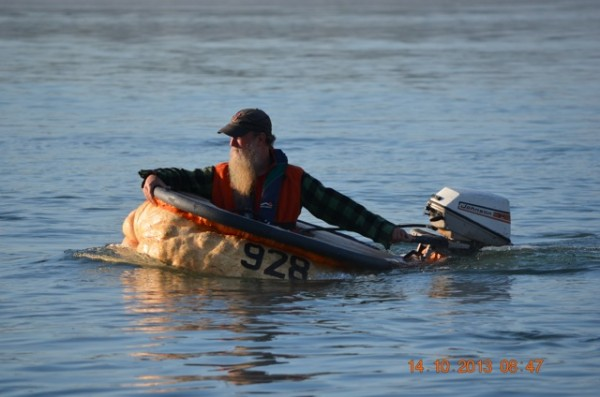 Tom Lishness, a co-founder of the annual Damariscotta Pumpkinfest & Regatta, gets ready to race Monday morning.
