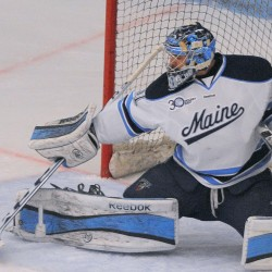 UMass goalie shuts down Maine hockey team in 2-1 victory