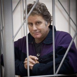 Kremlin adviser urges piracy charges be dropped against Greenpeace activists