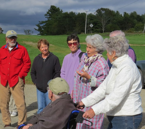 Rhoda Cohen shares an anecdote about her late husband Lee at a DRA dedication in his memory on September 24 surrounded by friends and fellow trail volunteers.