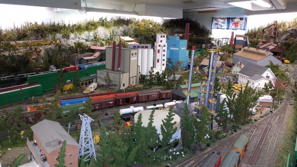 Maine Central Model Railroad takes up the space in a 900-square-foot outbuilding near Beal's home on the outskirts of the fishing village of Jonesport. It consists of more than 400 freight cars, 20 diesel engines, and some 3,000 feet of track.