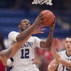 Quinnipiac men's basketball team dominates inside game, routs UMaine