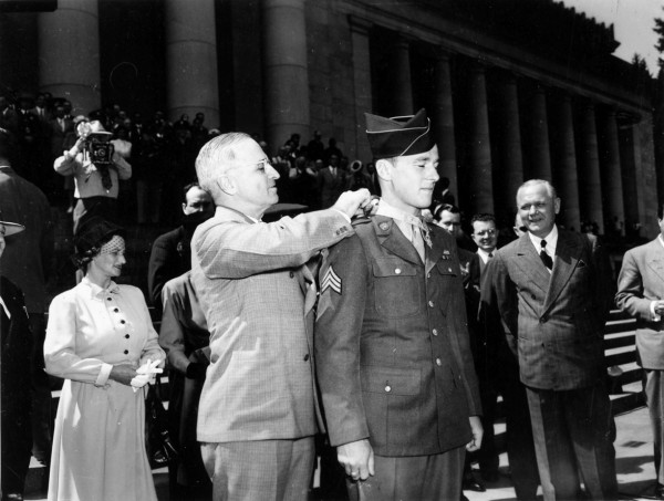 Army Sgt. John &quotBud&quot Hawk receives the Medal of Honor from President Harry S. Truman in June 1945 in Olympia, Wash. Hawk died Nov. 4 at 89.