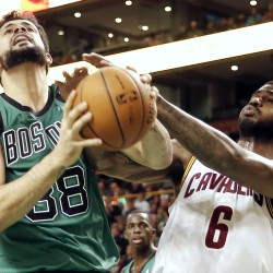Pierce scores 40 points to lead Celtics over Cavaliers