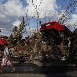 Philippine typhoon death toll jumps; U.S. helicopters boost aid effort