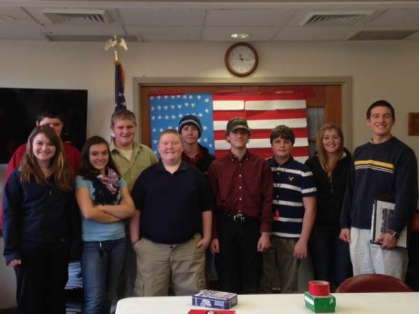 Trekkers 9th grade students visit Windward Gardens to honor veterans.