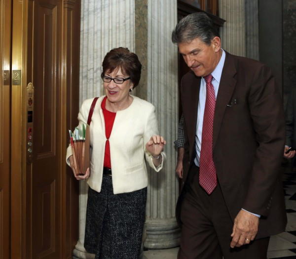 Senators Susan Collins (R-ME) and Joe Manchin (D-WV) walk into the Senate chamber to vote on the U.S. budget bill in Washington December 18, 2013.