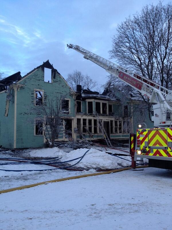 A vacant residence at the corner of Union and Pond streets was destroyed by fire early Wednesday morning.