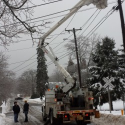 Ice storm knocks out power to thousands in Maine; more freezing rain to come Monday