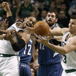 Smith, Anthony help Knicks beat up slumping Celtics