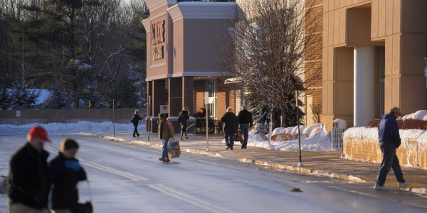 People walk to and from shops near the Bangor Mall this week. Only a handful of shopping days are left until Christmas.