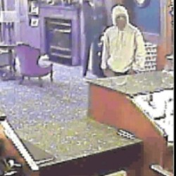 Police continue search for Unity credit union robber