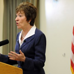 Snowe, Collins vote with majority as Senate approves unemployment payments