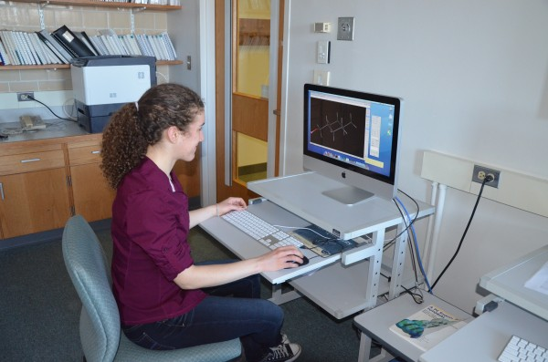 Maria Guerra, a student in the green chemistry class at Colby College, uses a computer model to evaluate the toxicity of MCHM, the chemical that spilled into West Virginia's Elk River in January 2013, cutting off residents' access to drinking water.