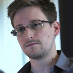 Edward Snowden, in Web chat, says he can't get a fair trial in the US