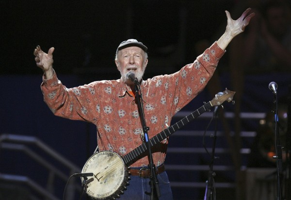 Musician Pete Seeger sings Amazing Grace during a concert celebrating his 90th birthday in New York in this May 3, 2009 file photo.