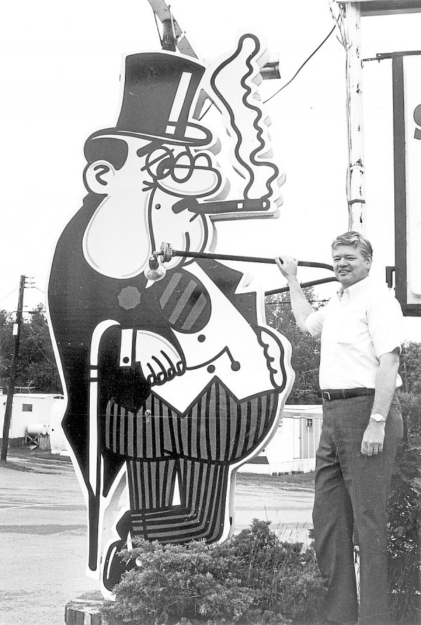 Leith Wadleigh poses with the Governor's sign in Old Town around 1977. Note the trailer park, which had belonged to Leith's father, in the background. The original structure for Cree-Mee in 1959, an ice-cream stand that would become Governor's, had been an old rental cabin his father had owned on that site.