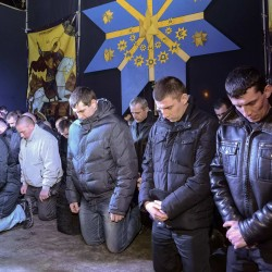 Ukraine peace deal halts violence but crowds still angry