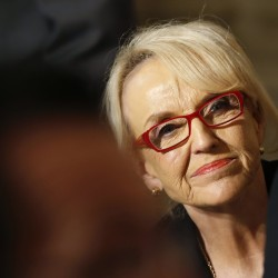 Arizona's Gov. Jan Brewer vetoes religious freedom bill criticized as anti-gay
